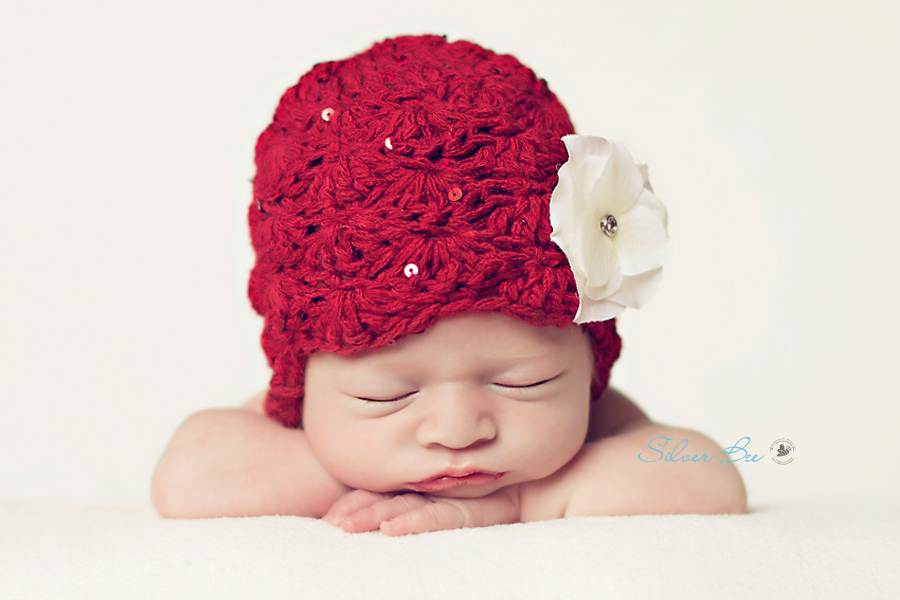 newborn hat, flower, blanket, posing
