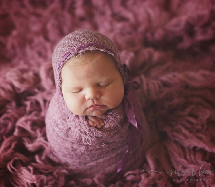 Newborn photography posing methods for newborn photographers