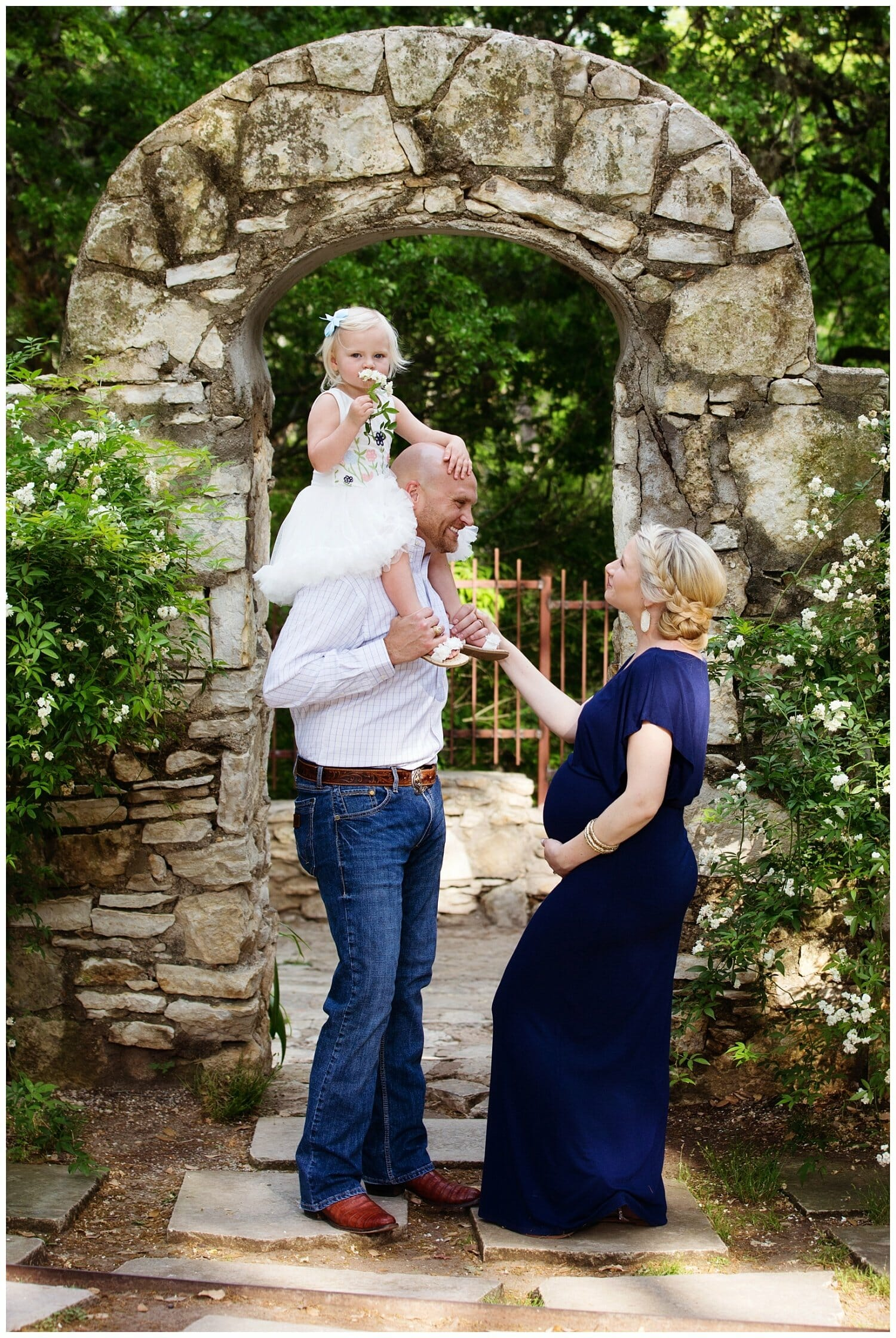 Austin Area Outdoor Family Maternity Photographer